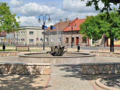 Fontanna na rynku w Żabnie / Kroton / Wikipedia / CC BY-SA 3.0