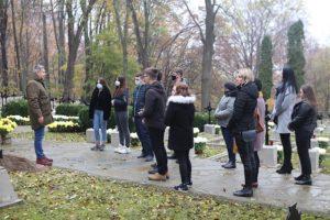 Delegacja CKZiU na cmentarzu w Łowczówku