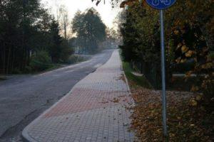 Chodnik z powiatem w Stróżach i Woli Stróskiej