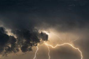 UWAGA! Mogą dzisiaj burze z opadami deszczu. Miejscami możliwy jest również grad