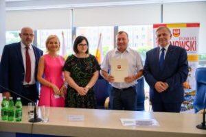 Umowa na zakup samochodu przystosowanego dla osób niepełnosprawnych podpisana