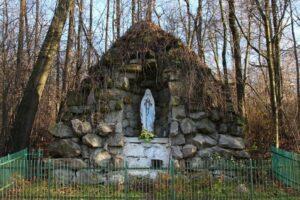 Podpisanie umowy na wykonanie prac remontowych kapliczki Matki Bożej z Lourdes w Szynwałdzie