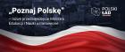"""Logo """"Poznaj Polskę"""" - połowa tła granatowa, niżej fragment flagi polskiej,"""