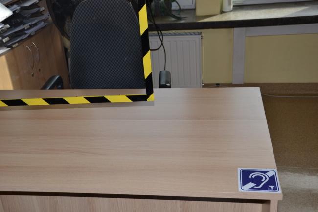 Oznaczenie o pętli indukcyjnej - naklejka przy biurku do obsługi petentów
